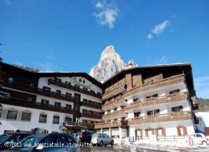 hotel residence MIRAMONTI  con montagna retro