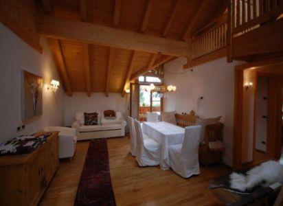 Agenzia Table Chalet Lüch dl Mone Dolomites